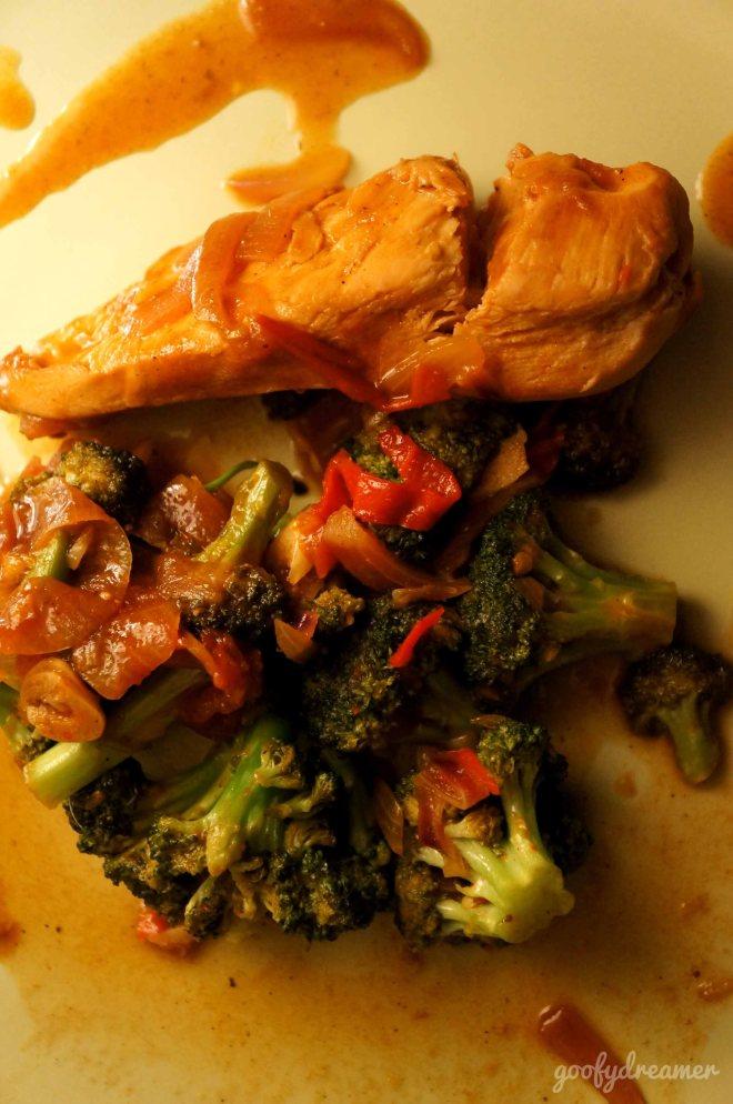 Satu hal yang saya suka adalah tekstur brokoli yang masih renyah! nyum!