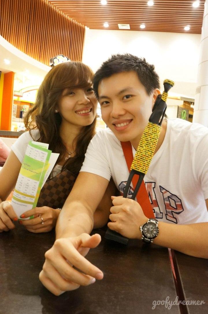 Sinyo dan istrinya, Deysi. Lovely couple.