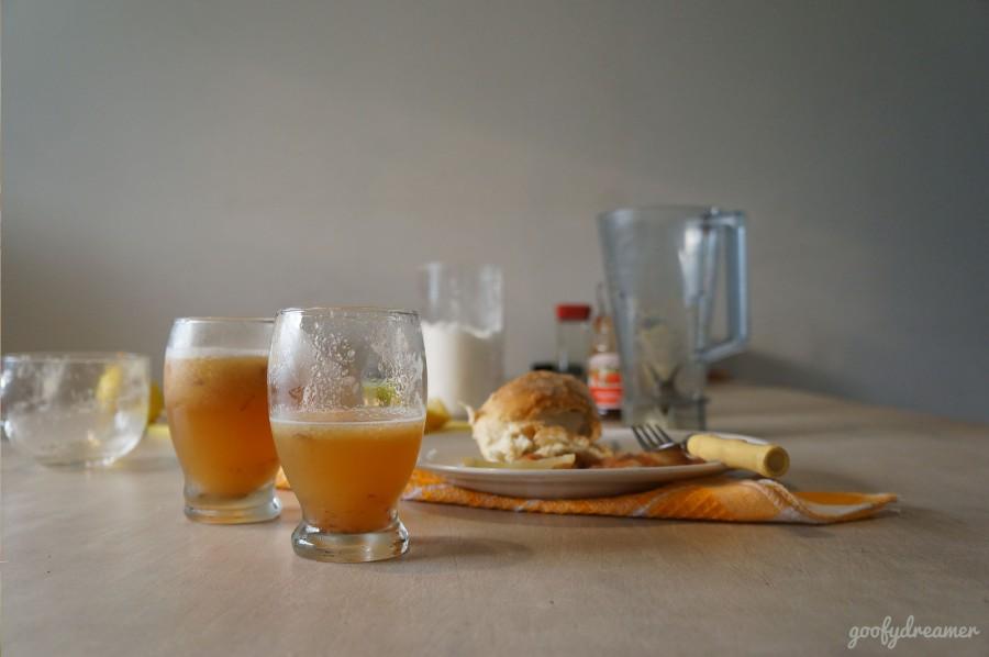 Aha jus apelnya jadi dua gelas saja. Segarnya memang berbeda dibanding dengan jus kemasan. Pure healthier!
