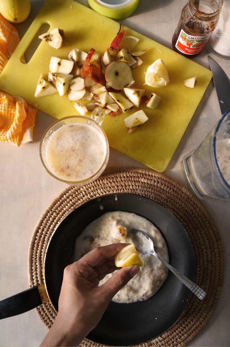 Setelah anda memisahkan ampas, mari peras lemon, tambahkan gula, sedikit garam dan cinnamon bubuk. Kemudian? Tinggal proses karamelisasi.