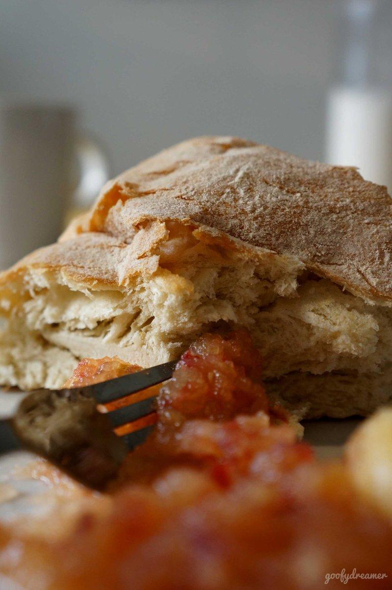 Si Jammie siap dimakan dengan roti atau apapun yang anda suka. Saya menyandingnya dengan sepotong
