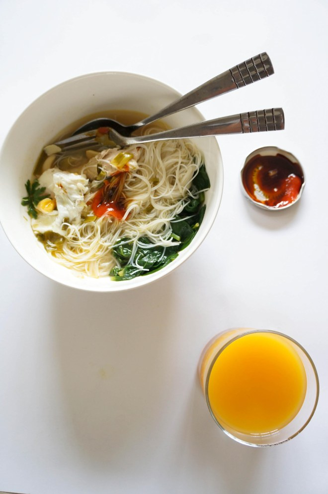 Garlic soup with vermicelli 2