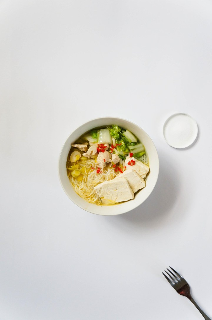 Garlic soup with vermicelli